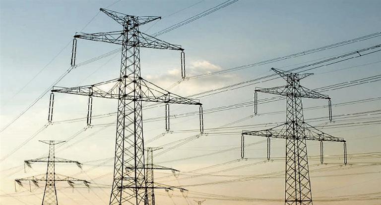 El Gobierno nacional anunció que la tarifa de energía eléctrica aumentará en 2019 un 55% de promedio acumulado. Será en cuatro tramos a partir de febrero.Si bien la suba estaba prevista no se conocían los porcentajes ni los tramos hasta el momento.
