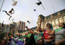 """Un """"corpiñazo"""" no muy masivo se desarrolló frente al Ministerio de Educación"""