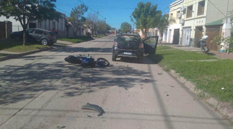 Accidente deja un joven motociclista en estado grave