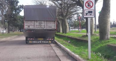 A pesar del convenio con una Playa, los camioneros prefieren estacionar en lugares prohibidos