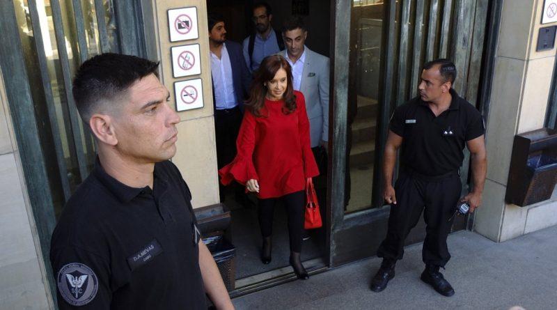 Allanaron el edificio de Cristina Kirchner por pedido del juez Bonadio