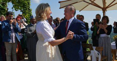 El baile de Vladimir Putin en la boda de una ministra de Austria que causó polémica en Europa