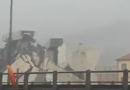 Se derrumbó puente en Italia y autos cayeron al vacío, al menos 35 muertos (video)