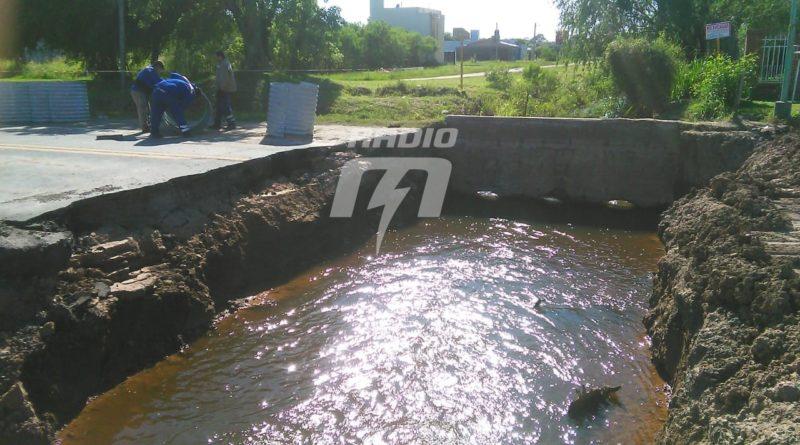 Socavón: comenzó la reparación de la Ruta 11 en Sauce Viejo