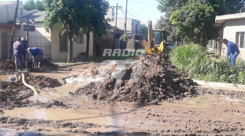 Rompieron dos caños: fuga de gas y agua en barrio Los Ángeles