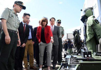 Bullrich presentó el armamento que donó China para el G20