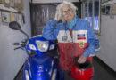 """Tiene 90 años, fue pionera en obtener el registro profesional y es musa de La Renga: la vida de Nelly, la """"motoabuela"""""""