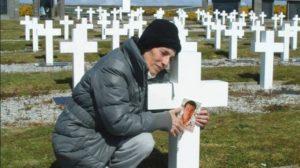 Malvinas: Castagnari fue sepultado junto a los restos de su hijo, fallecido antes de la guerra