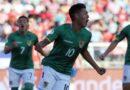 Un jugador boliviano marcó un gol y en el festejo pidió algo esencial para su país