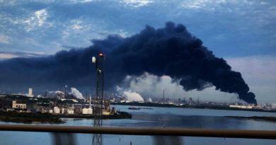 Se incendia una planta petroquímica en Texas: bomberos estiman que tardarán cuatro días apagar las llamas