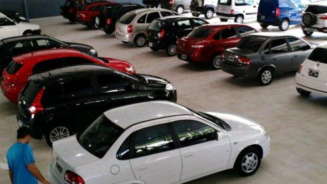 Venta De Autos >> La Venta De Autos Usados Cayo Casi 7 Por Ciento Radio Eme