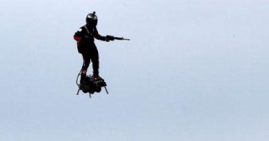 "Francia volvió a mostrar el ""soldado volador"""