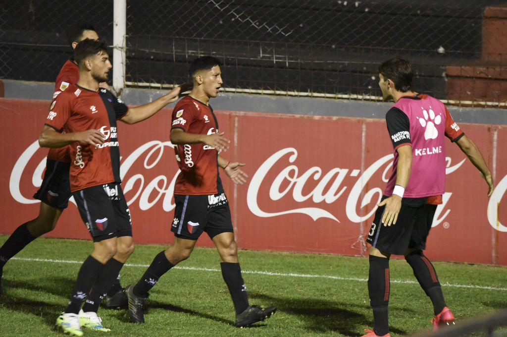 Colón venció a Cipolletti y avanzó en la Copa Argentina